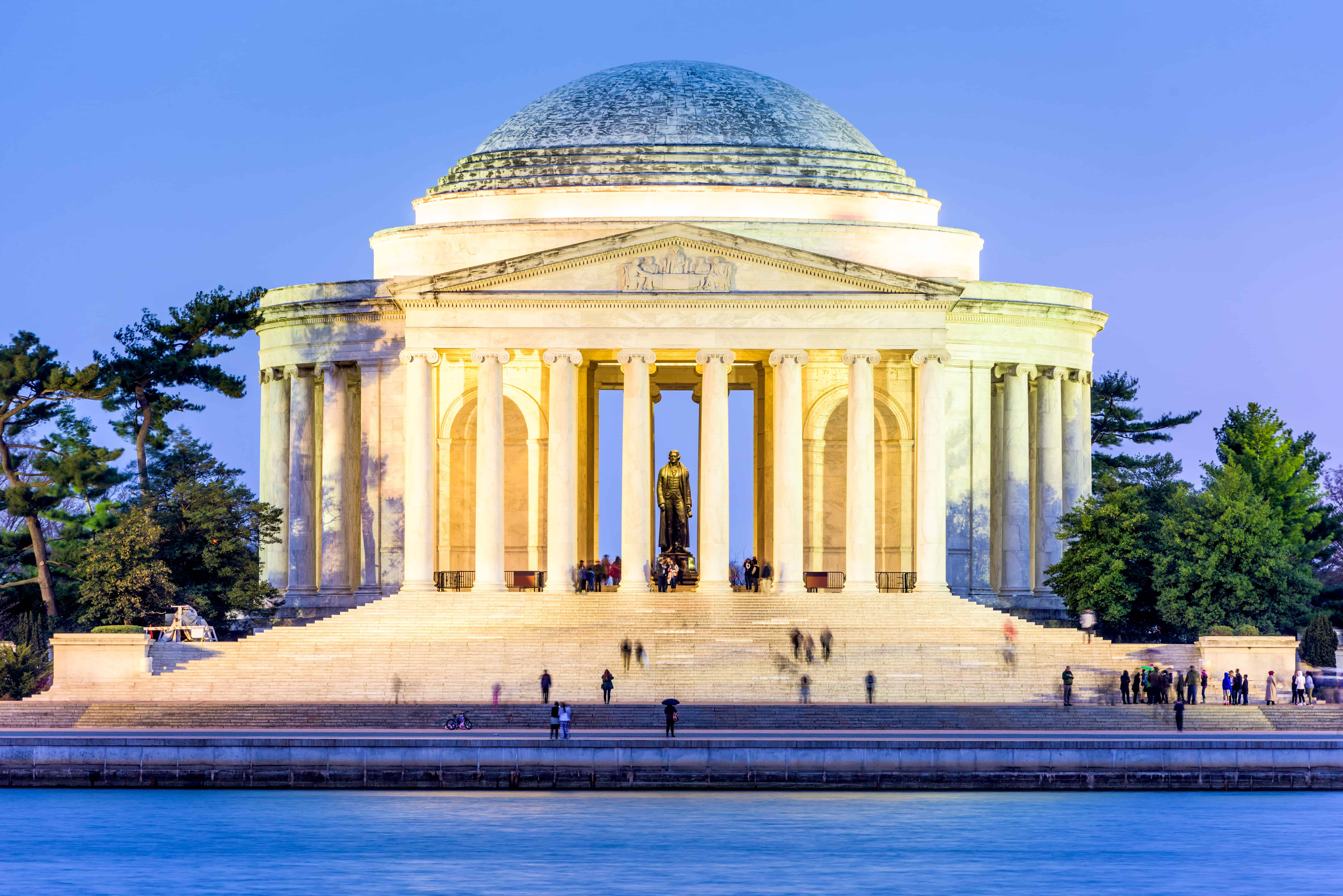the jefferson memorial at dusk