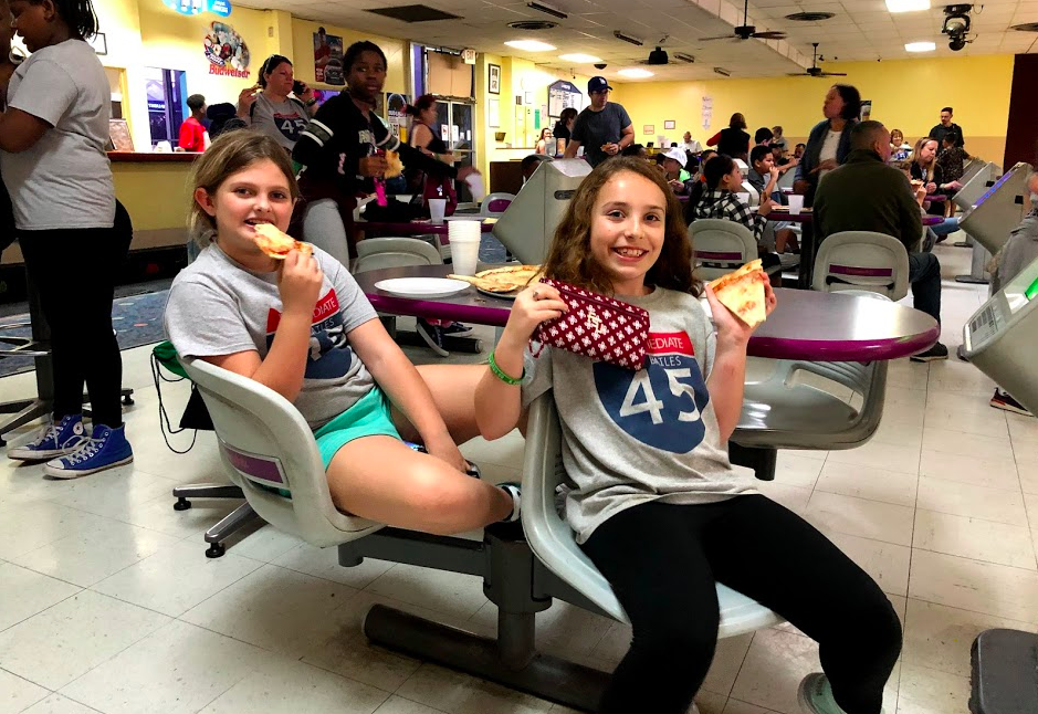 Students with pizza and bowling in Tallahassee