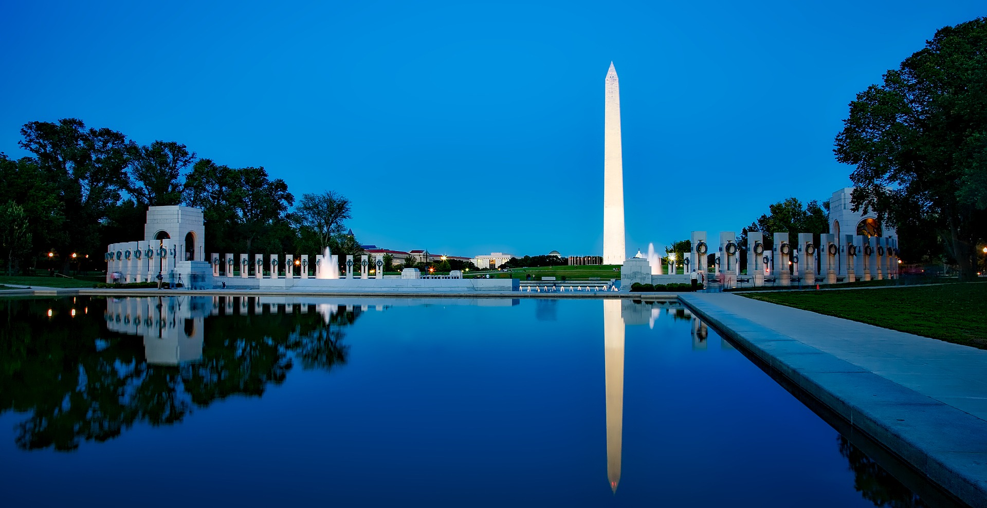 the washington monument at dusk